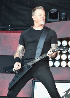 James Hetfield Photos Photos - James Hetfield of Metallica performs onstage at the 2016 Global Citizen Festival In Central Park To End Extreme Poverty By 2030 at Central Park on September 24, 2016 in New York City. - 2016 Global Citizen Festival in Central Park to End Extreme Poverty by 2030 - Show