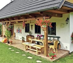 S liškami ve znaku Village House Design, Village Houses, Style At Home, Pergola Designs, Pergola Plans, Cottage Homes, House In The Woods, Traditional House, Backyard Landscaping