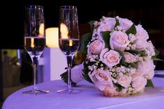 Pink roses bouquet on wedding table + glasses #NelloDiCesarePhotography #bouquet #roses #flowers #wedding #WeddingPlanner #celebrate  #cheers