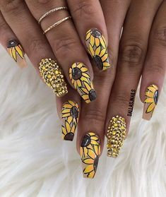 Easy and Fun Spring Nail Designs - Sunflower Nail Art J Nails, Diva Nails, Cute Nails, Pretty Nails, Hair And Nails, Bling Nails, Nail Art Inspiration, Sunflower Nail Art, Boxing Day