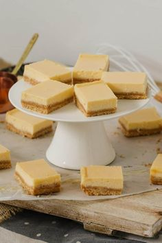 A classic creamy lemon slice made with just 5 ingredients! This baked lemon slice takes less than 10 minutes to prepare. and tastes AMAZING! Tray Bake Recipes, Lunch Box Recipes, Baking Recipes, Cookie Recipes, Fun Desserts, Delicious Desserts, Dessert Recipes, Best Chocolate Brownie Recipe, Recipe Using Lemons