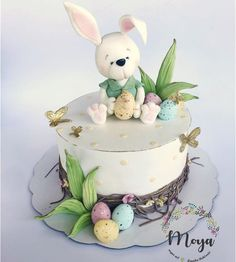 Easter cake – cake by Branka Vukcevic - Cake Decorating Blue Ideen Fondant Cupcakes, Cupcake Cakes, Cupcake Toppers, Easter Bunny Cake, Easter Cupcakes, Rabbit Cake, Fondant Animals, Spring Cake, Baby Birthday Cakes