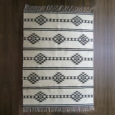 – Thin Wool kilim flatwoven on a cotton loom – Handmade in Egypt – Handwash cold with non-bleach detergent