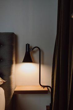 Ein Loft im Industrial Style - Wiener Wohnsinnige Homestory Soho House, Lamp Design, Wall Lights, Loft, Industrial, Lighting, Home Decor, New York Apartments, White Apartment