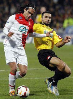 Falcao Garcia Monaco momento da lesão machucado (Foto: AFP)