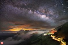 Noche estrellada en las montañas