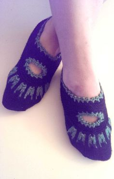 Hand knitted slippers socks home shoes booties  by NIHALKNIT