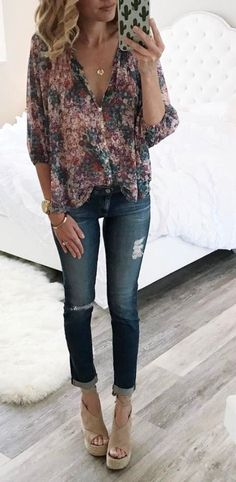 Floral top. Love this whole outfit, especially the shoes.