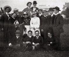 Hier noch ein Bild vom Sommerfest des @FCBayern im Jahre 1904. Vorne rechts Kurt Landauer im Alter von 20 Jahren.