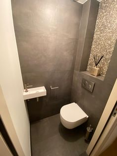 Modern Toilet, House Ideas, Projects, Bathroom Ideas, Interiors, Guest Toilet, Pagan, Lawn And Garden