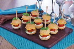 Que tal preparar este Lanchinho de pão de queijo recheado para a sua próxima festa? Com certeza vai ser o salgadinho que mais chamará a atenção!