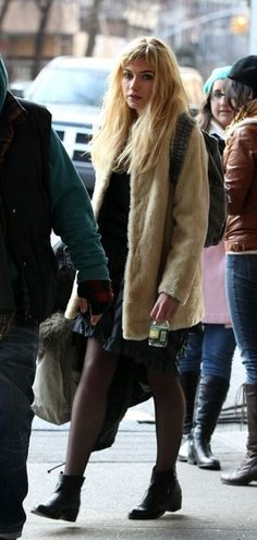 Imogen Poots Photo - Imogen Poots on Set in NYC