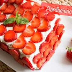 Aardbeien cake met slagroom - Recept - Lowcarbchef.nl #koolhydraatarm #fris #slagroom #cake #taart #dieet #afvallen #gezond #keto Healthy Birthday Cakes, Healthy Cake, Super Healthy Recipes, Gluten Free Recipes, Low Carb Recipes, Keto Cake, Low Carb Sweets, Keto Snacks, No Bake Cake