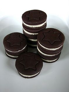 TücsökBogár konyhája: Oreo keksz házilag Muesli, Biscuits, Food And Drink, Sweets, Cookies, Baking, Recipes, Macaron, Muffin
