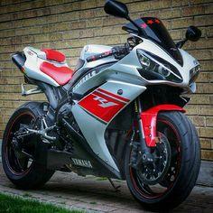 Bike Nations - Fails, Crash, Cops vs Bikers and much more! Yamaha Motorcycles, Yamaha Yzf R1, Yamaha R1 2008, Moto Bike, Motorcycle Bike, Custom Sport Bikes, Japanese Motorcycle, Dirtbikes, Biker Chick