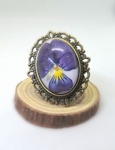 Gifts For Women, Gifts For Her, Perfect Gift For Her, Real Flowers, Resin Jewelry, Birthday Gifts, Gemstone Rings, Gift Ideas, Floral