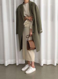 - modest wear hijab minimal monochrome street style autumn-winter spring-summer neutral smart … Source by anneliejenke - Looks Street Style, Autumn Street Style, Modest Wear, Modest Dresses, Hijab Outfit, Mode Outfits, Fashion Outfits, Womens Fashion, Hijab Fashion Casual