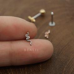 NEW Tiny Snake Cartilage Earring Tragus Earring Conch Earring Snake Tragus Helix Cartilage Piercing Unique Piercing Jewelry Conch Earring, Helix Earrings, Moon Earrings, Cartilage Earrings, Stud Earrings, Helix Jewelry, Tragus Jewelry, Ear Piercings, Tatuajes