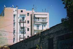 Στο βάθος πολυκατοικάια. #Athens #Athensvibe #Athensvoice #ig_athens #eyeofathens #we_capture_athens #loves_athens #in_athens #ig_greece #loves_athens #cityscape #urban #urban_Greece #building #ig_athens #wu_athens #streetphotography