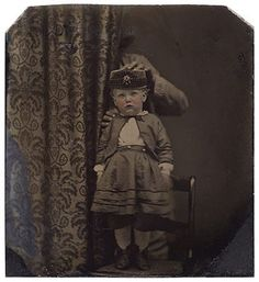 Why Are There Victorian Parents Hiding in These Creepy Baby Photos? Antique Photos, Vintage Photographs, Old Photos, Vintage Photos, Baby Photos, Baby Portraits, Studio Portraits, Family Portraits, Post Mortem Pictures