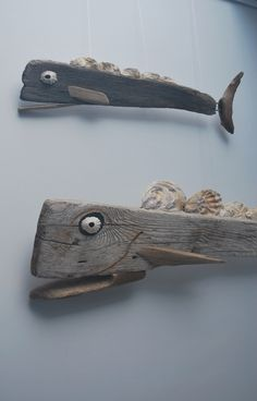 Driftwood furniture makes a lovely addition to your beach home, lake house or eclectic décor. You can make a variety of furniture from driftwood, depending on its shape and size. Hat and coat racks are obvious choices for smaller driftwood pieces, but you Driftwood Fish, Boat Crafts, Office Birthday, Driftwood Projects, Black And White Posters, Christmas Tree Crafts, Modern Pictures, Rustic Blue, Novelty Mugs