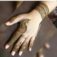 Legs are a very beautiful canvas for showcasing Mehndi. It is a tradition for the Indian bride to apply mehndi both on the hands and the legs. And this art is not just for brides, anyone willing to… Mehndi Designs 2018, Modern Mehndi Designs, Mehndi Designs For Beginners, Wedding Mehndi Designs, Beautiful Henna Designs, Henna Tattoo Designs, Beautiful Mehndi, Legs Mehndi Design, Mehndi Design Pictures