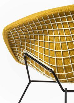 Harry Bertoia, Diamond chair, 1954 by Knoll International. Photograph by Bruce White. / MidModAndMore