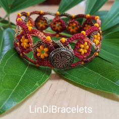 Crochet Bracelet Variable Red Or Green String, Beads! Crochet Jewelry Perfect Gift For Her! Knit Bracelet, Crochet Beaded Bracelets, Beaded Bracelets Tutorial, Handmade Bracelets, Crochet Bracelet Tutorial, Simple Bracelets, Crochet Necklace, Crochet Jewelry Patterns, Bracelet Patterns