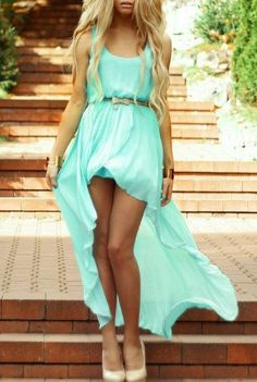 Summer look - mint green dress would look great at a backyard, beach, or boho wedding as bridesmaids dresses. Want something fancier for the wedding party? Consider requesting immediate family of bride and groom make a statement by matching wedding theme Cute Fashion, Look Fashion, Womens Fashion, Girl Fashion, Fashion Ideas, Fashion Clothes, Fashion Dresses, Fashion 2014, Style Clothes
