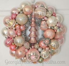 how to make a shabby chic wreath with christmas balls Rose Gold Christmas Decorations, Pink Christmas Tree, Antique Christmas, Vintage Christmas Ornaments, Christmas Balls, Christmas Crafts, Christmas Mantles, Coastal Christmas, Diy Ornaments