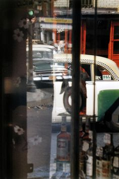 Saul Leiter, Taxi, ca. © Saul Leiter / Courtesy Howard Greenberg Gallery, New York. Saul Leiter, History Of Photography, Photography Gallery, Fine Art Photography, Reflection Photography, Glamour Photography, Urban Photography, Lifestyle Photography, Editorial Photography