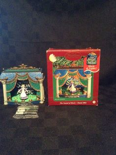 2002 NIB Carlton Cards Musical Christmas Tree Ornament The Sounds Of Music TV