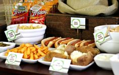 fall party food My best tips to set up a chili bar with all the fixings. Turn slow cooker chili into toppings for fries, hot dogs, nachos & MORE! An easy party idea at home Grill Restaurant, Grill Bar, Chili Bar Party, Slow Cooker Chili, Fingers Food, Planning Menu, Pumpkin Carving Party, Football Food, Fall Football
