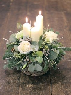 Christmas flower arrangements - 50 The Best Winter Table Decorations You Need to Try – Christmas flower arrangements Christmas Candle Decorations, Christmas Flower Arrangements, Christmas Flowers, Christmas Wreaths, Christmas Crafts, Winter Flowers, Winter Christmas, Christmas Tables, Holly Christmas
