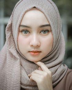 Hijaber Turki: Icca Safitri Hijaber Beautiful and Friendly Beautiful Muslim Women, Beautiful Girl Image, Beautiful Hijab, Beautiful Eyes, Girl Fashion, Trendy Fashion, Muslim Beauty, Hijab Niqab, Stylish Girl Images