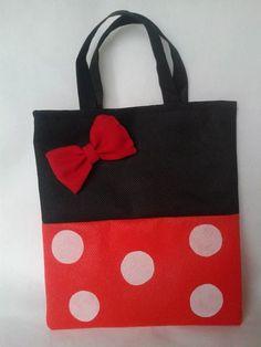 bolsas, cotillon de minnie y mikey en tela pop ecológica Mickey E Minie, Minnie, Mickey Mouse Classroom, Batik Quilts, Felt Purse, Party Favor Bags, Kids Bags, Cute Bags, Small Bags