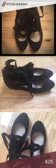 NWOT Lace Up Flats Black ballet flats that tie around the ankle. Perfect with jeans or tulle skirt! Never worn, a little dirty on sole from storage. Has a suede-like or velvet feel. Comes with original box. brash Shoes Flats & Loafers