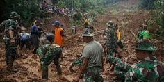 Nearly 50 die in #Indonesia landslides, authorities warn of more rain