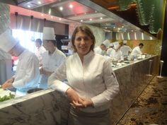 Stéphanie Le Quellec dans la cuisine du restaurant la Scène à l'Hôtel Prince de Galles (Paris 8e)