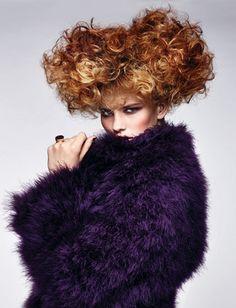70年代ファッションに合わせたちょっぴりレトロなオレンジ系カラーヘアスタイル ヘアトレンド:シュワルツコフ オンライン