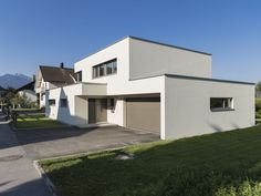 Einfamilienhaus# Rankweil# modern Massivbau# L Form moderne Architektur# Flachdach Hillside House, Architect House, Good House, Home Fashion, Fashion Sewing, Home Projects, New Homes, Mansions, House Styles