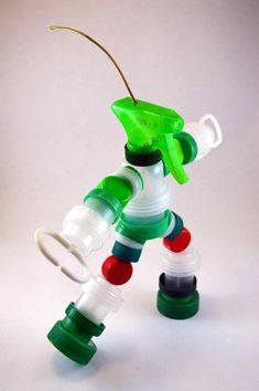 Robots | Planeta Tapón Recycled Art Projects, Recycled Crafts, Projects For Kids, Diy For Kids, Diy And Crafts, Crafts For Kids, Paper Crafts, Plastic Bottle Crafts, Diy Bottle