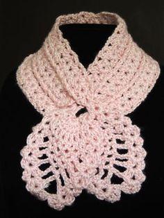 Sencilla bufanda en crochet con lindas piñas en los extremos. Parte 1 de 2