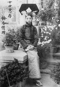 Princess Tsai Lun in native Peking dress in 19 June 1922