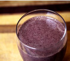 Blueberry smoothie: 1/2 banana, 1/2 cup frozen blueberries, 1/2 cup frozen pineapple, 1 cup kale, 1 tbsp almond butter, 3/4 cup water.