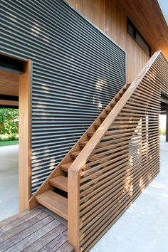 Galerie des North Fork Bay House / Auflösung: 4 Architektur – 4 – Gallery of North Fork Bay House / Resolution: 4 Architecture – 4 – House Cladding, Timber Cladding, Architecture Images, Architecture Details, Casas Containers, Architectural Design House Plans, Exterior Design, Outdoor, Beach Houses