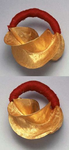 Mali | Pair of earrings from the Fulani people | Gold and cotton | 2'115€ ~ sold (June '03)