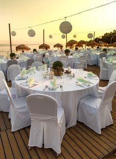 Greek Wedding Party http://girlyinspiration.com/