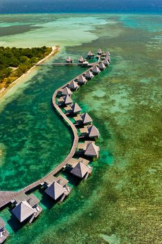 Aerial view of bungalows, L'Escapade Island Resort, Wing Island, on the New Caledonia Barrier Reef