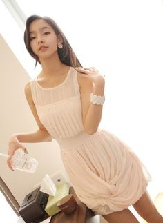 Fashionable Pleated Sleeveless Dress Apricot